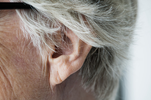 como-colocar-o-aparelho-auditivo-corretamente