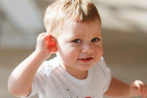 Como estimular crianças com perda auditiva